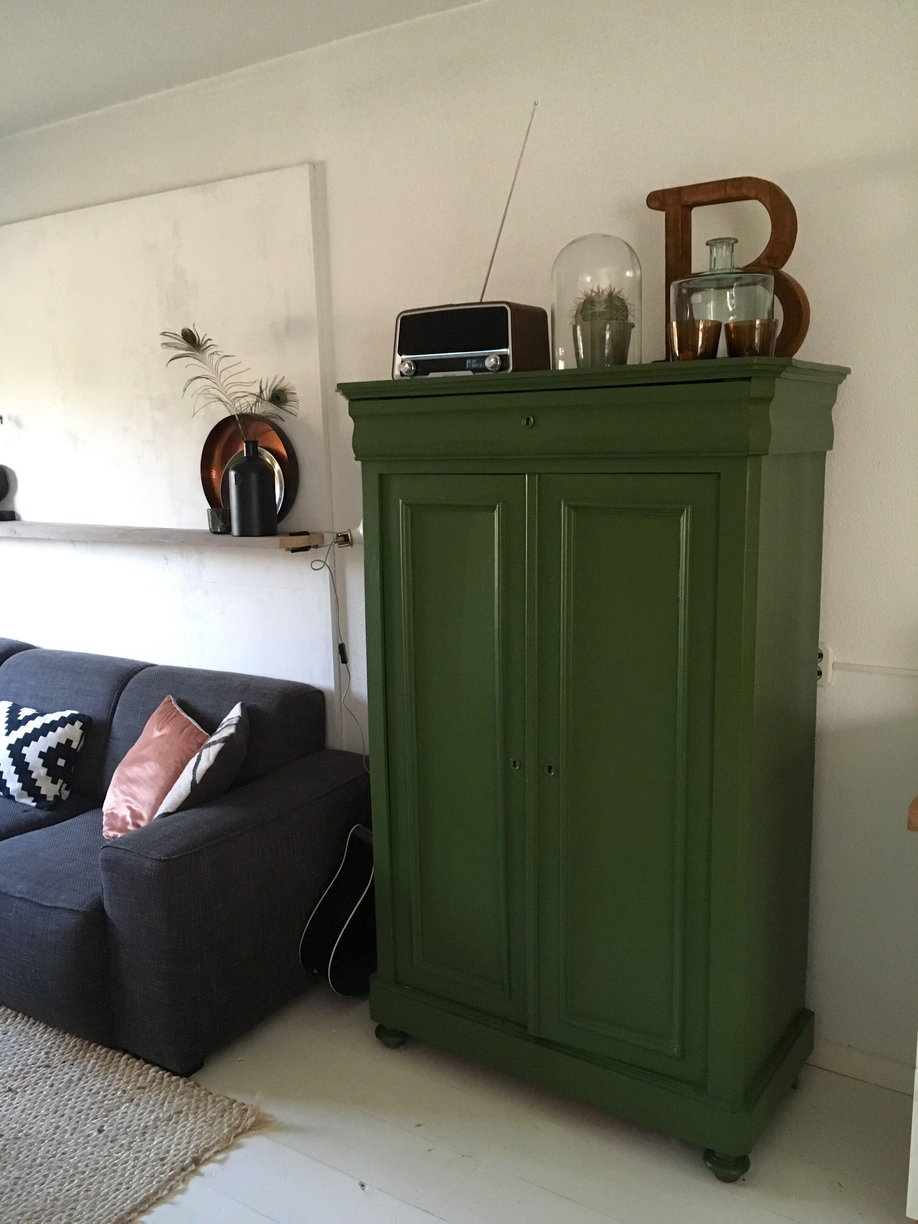 Manon Interieur Styling Groene Kast Witte Vloer Houten