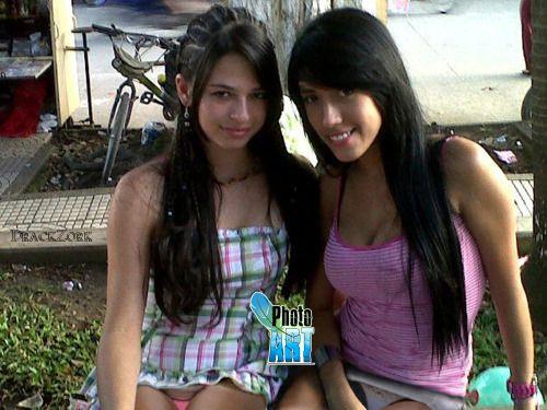Areliz Y Su Prima Upskirt Teen Voyeur Miniskirt Panties Calzones Descuido Chicas Facebook Panchira Minifalda Falda Corta