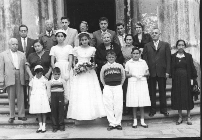 XV Años de Marilú Romero Cárdenas. Está toda la familia Romero Cárdenas, los abuelos, Cyrus Barquero, Mike Milles y Sra. Leopóldo nSantoscoy y su mamá, la tia abuela Dominga Cárdenas.