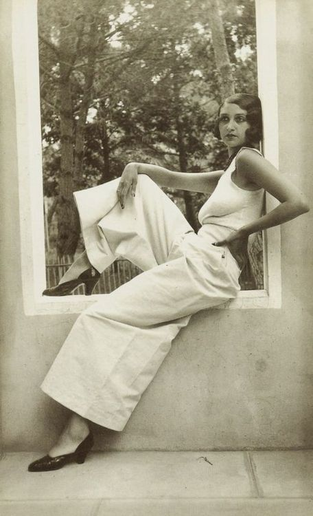 Casual 30s - white wide trousers and simple tank top