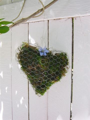 chicken wire moss heart..! | Country Hearts and Valentines ...