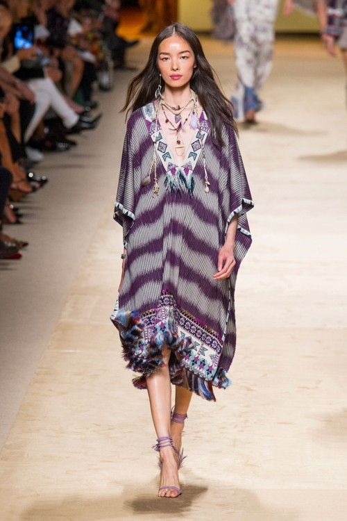 Semana De Moda De Milão O Estilo étnico Indígena Da Etro