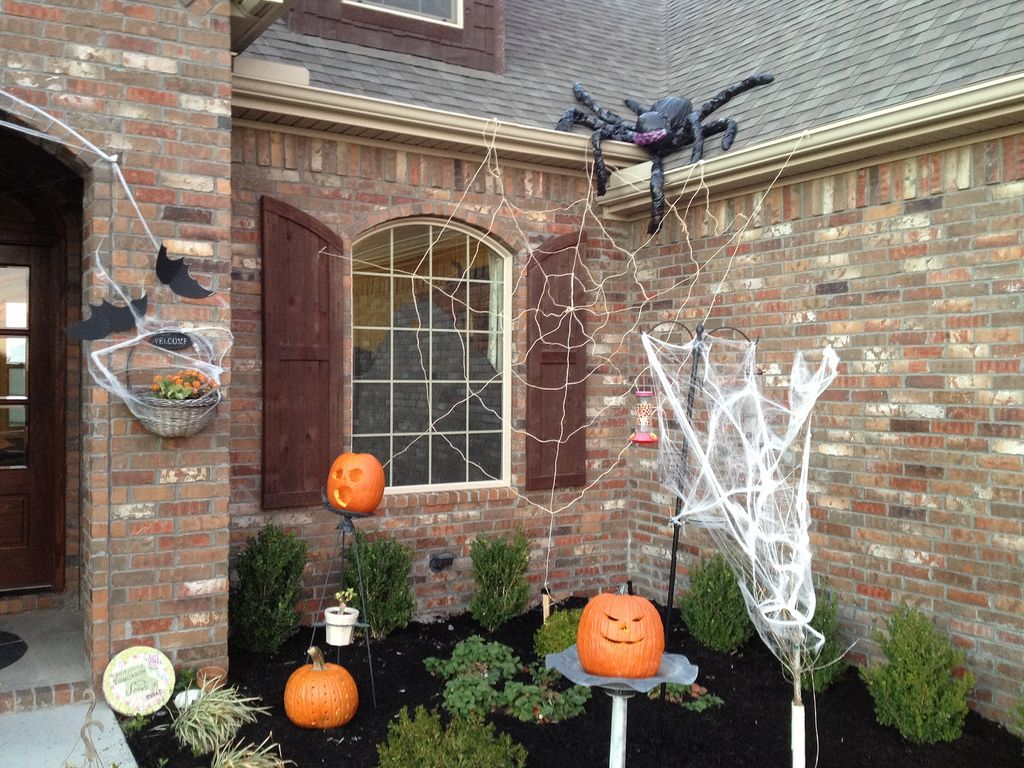 Outdoor Halloween Decorations Ideas To Stand Out Pinterest - Halloween House Decorating Ideas Outside