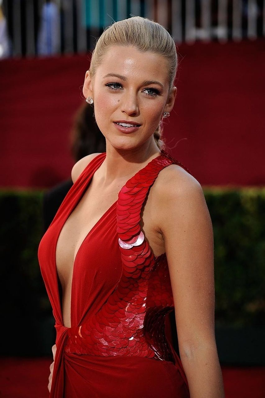 Blake Lively - Emmys Red Dress.jpg (853×1280)  Blake Lively ...