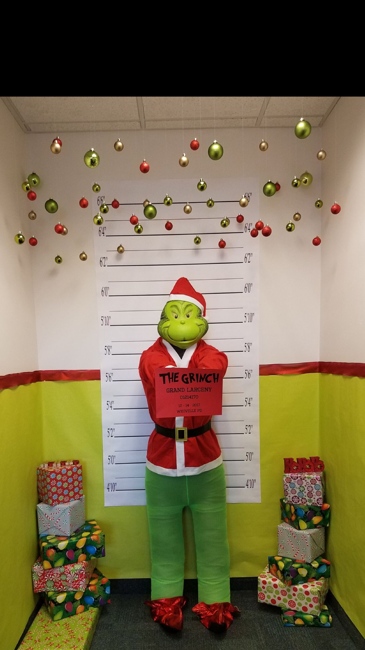 grinch stole christmas office decorations easy pinterest whoville office decorations how the grinch stole christmas photo booth