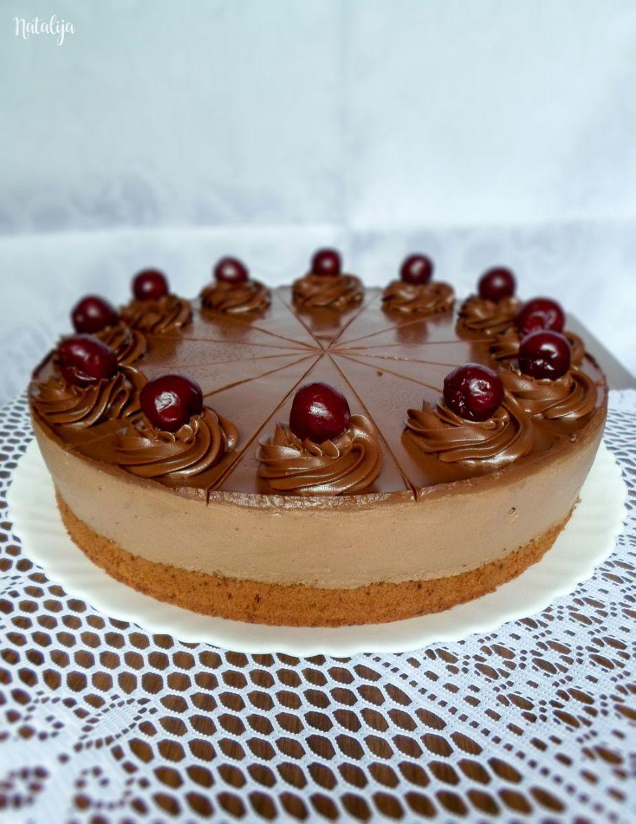 Čokolada i višnje – zar je potrebno još nešto reći? :) Ludlab je inače čuvena mađarska torta a ovo je moja verzija i mogu reći da se pokazala kao apsolutno savršenstvo. ;) Nežan kakao biskvit…