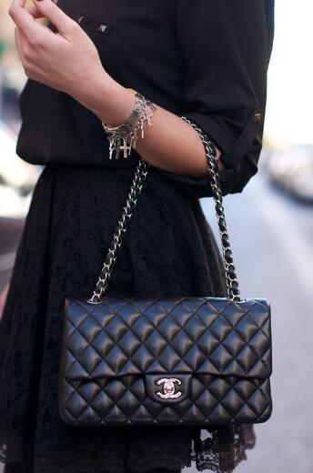 b680f7565ec01c Chanel 2.55 - classic noir, argent, avec initiales   Casual ...
