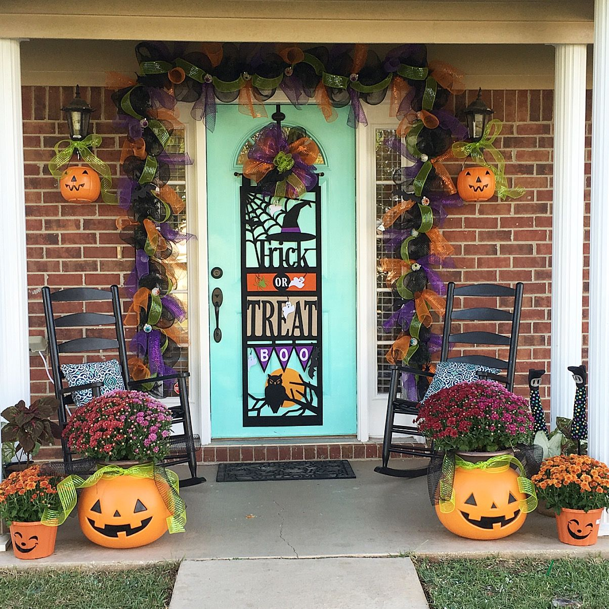 Easy Halloween DIY! Deco mesh door garland and pumpkin mums Fall - Inexpensive Halloween Decorations