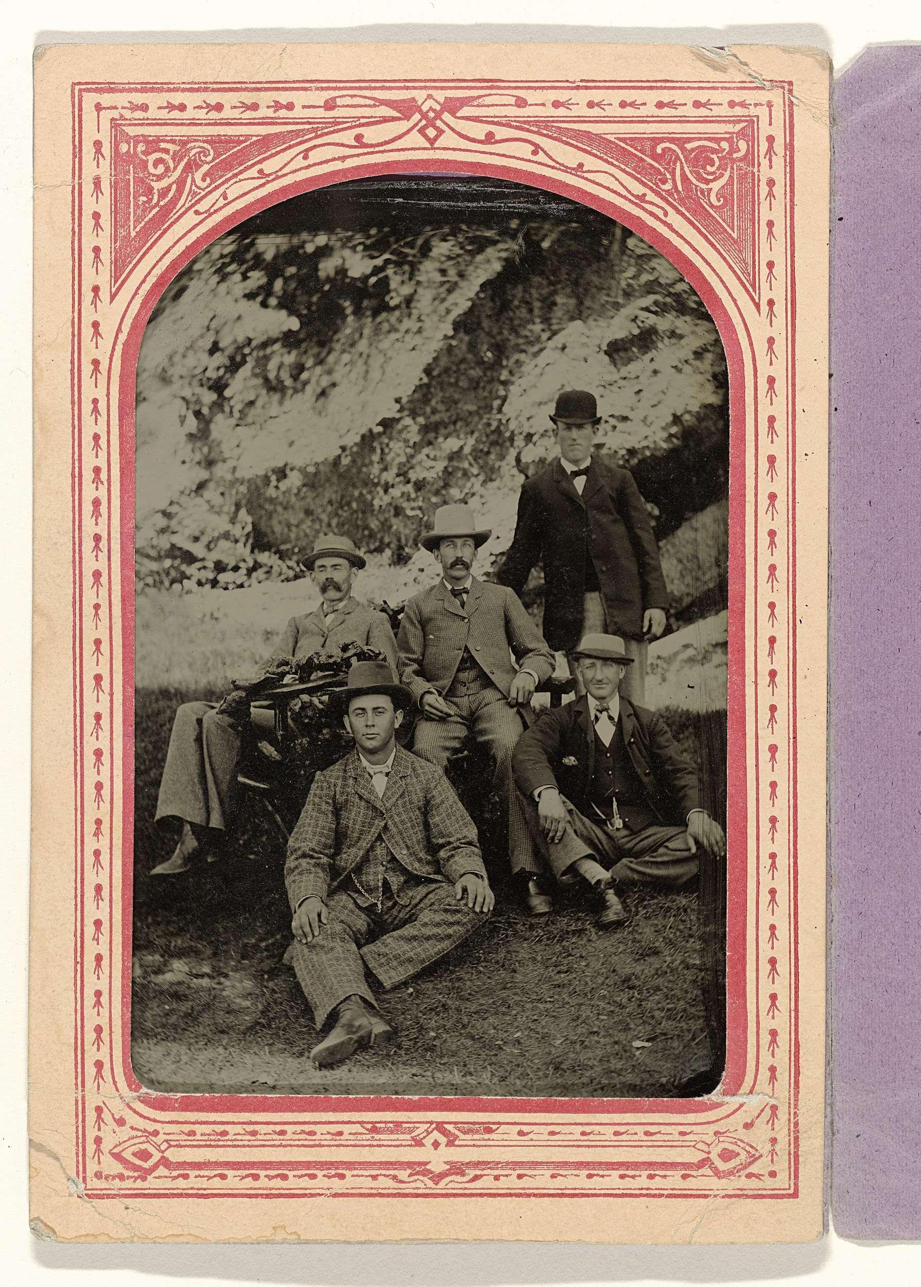 Groepsportret van vijf mannen, Rocky Point (Amusement Park), John Hiram Aylsworth, c. 1900 - c. 1910