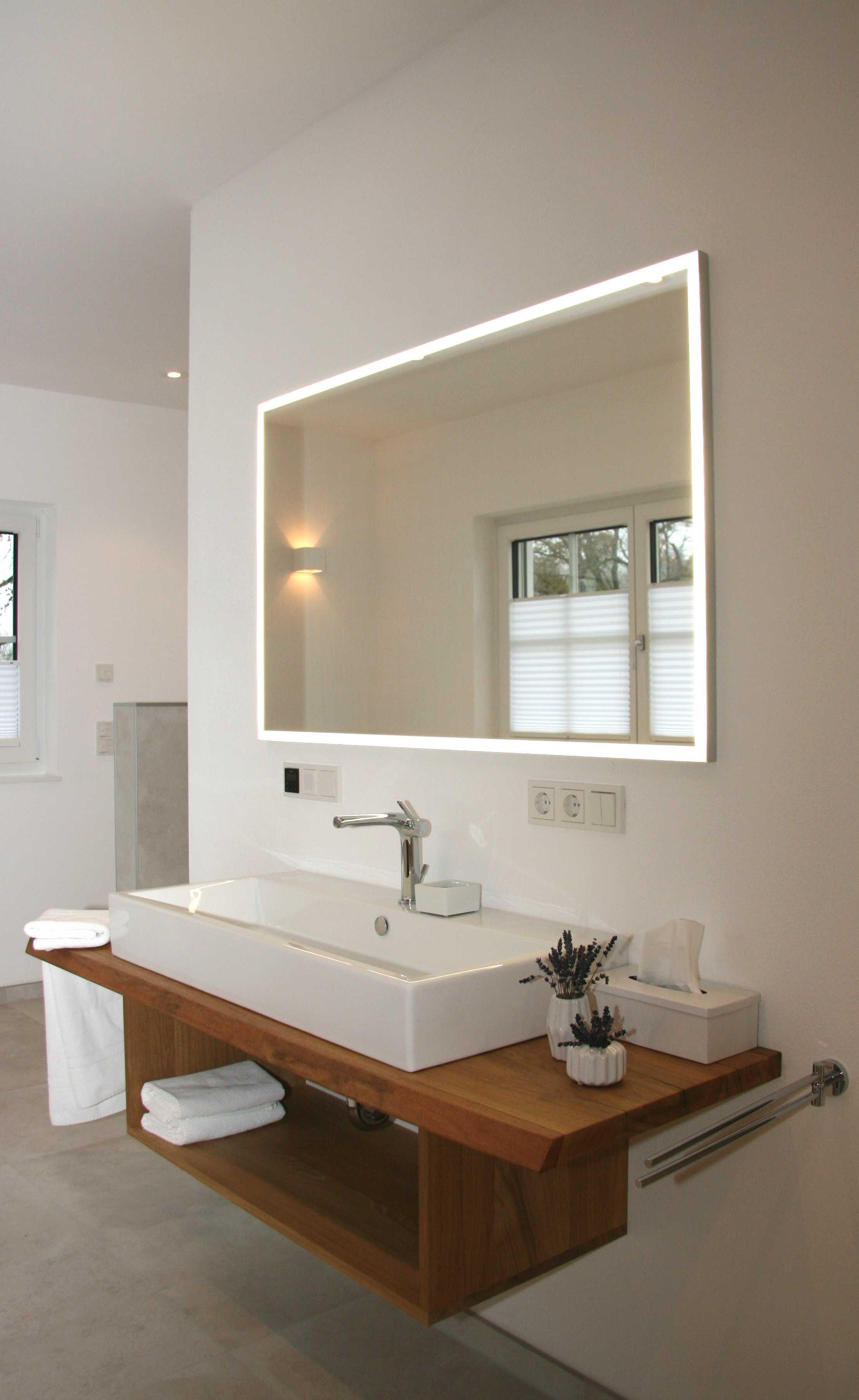 offener Waschtisch aus Eiche mit beleuchtetem Spiegel (mit