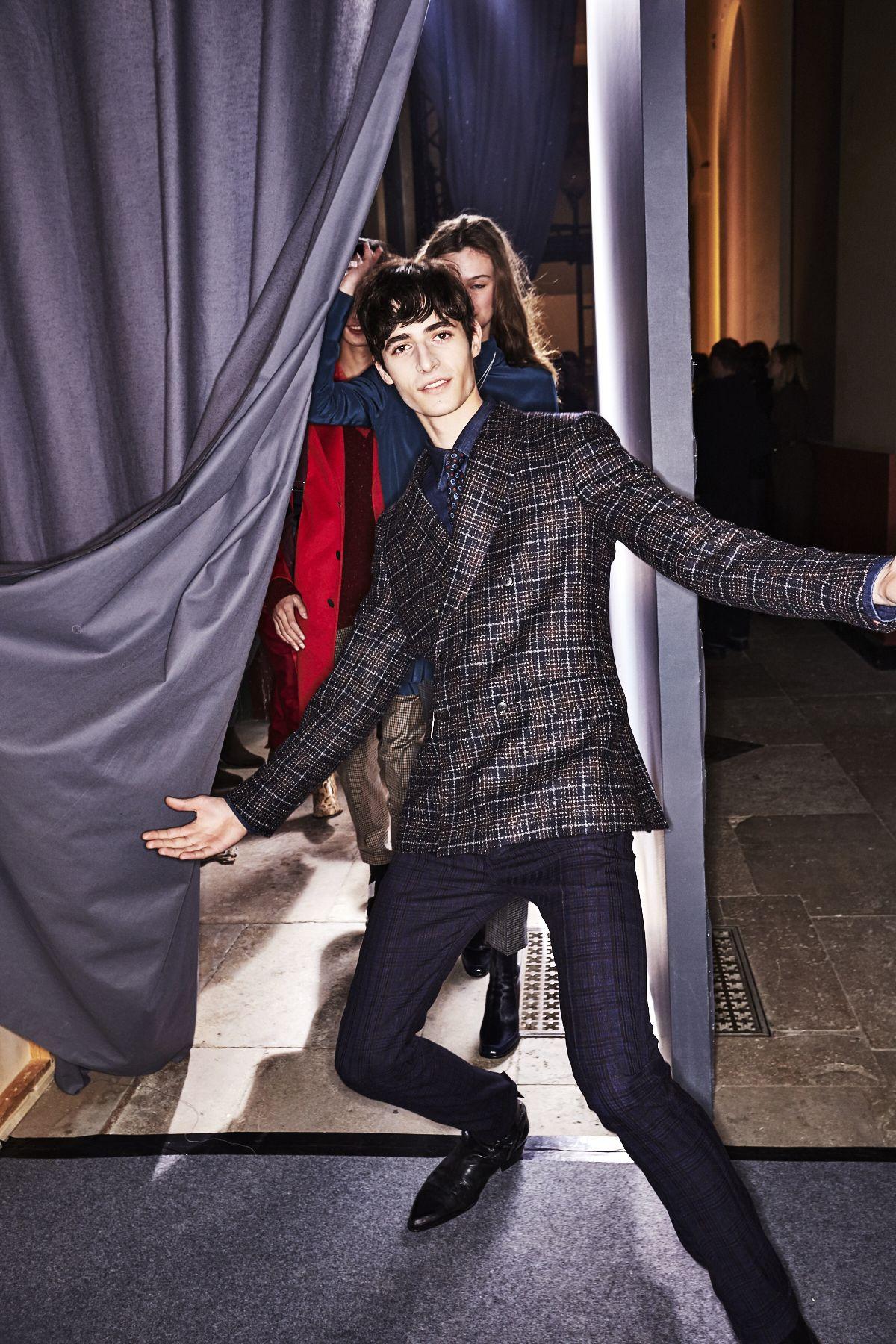 Paul Smith Fall 17 Men Fashion Show Paris Backstage