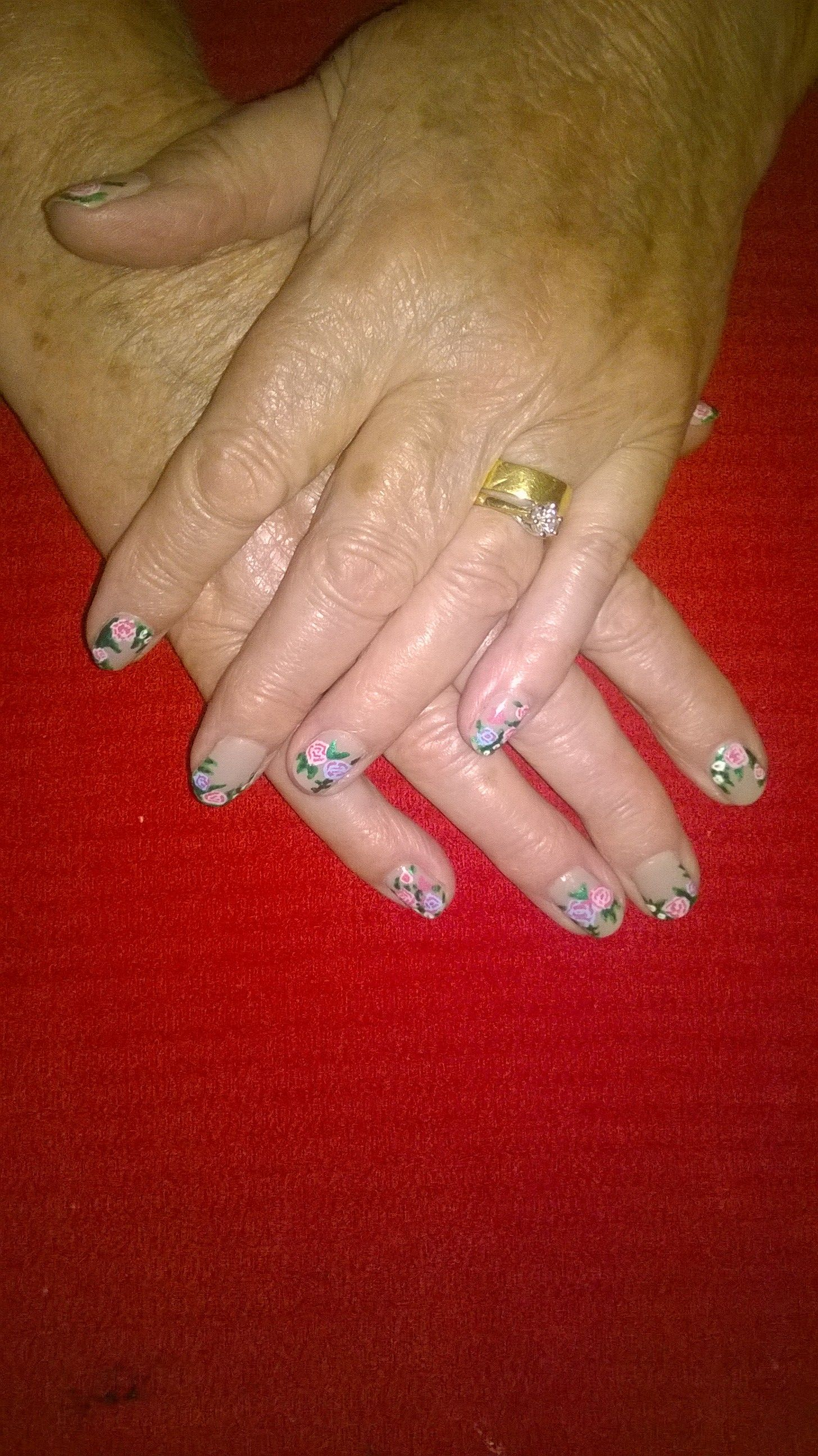Vintage flowers nail design