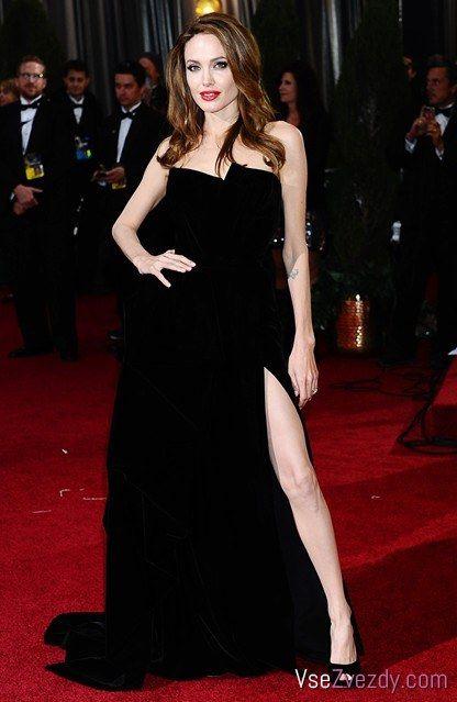 Фото платьев Анджелины Джоли на красной дорожке с 1986 по ...