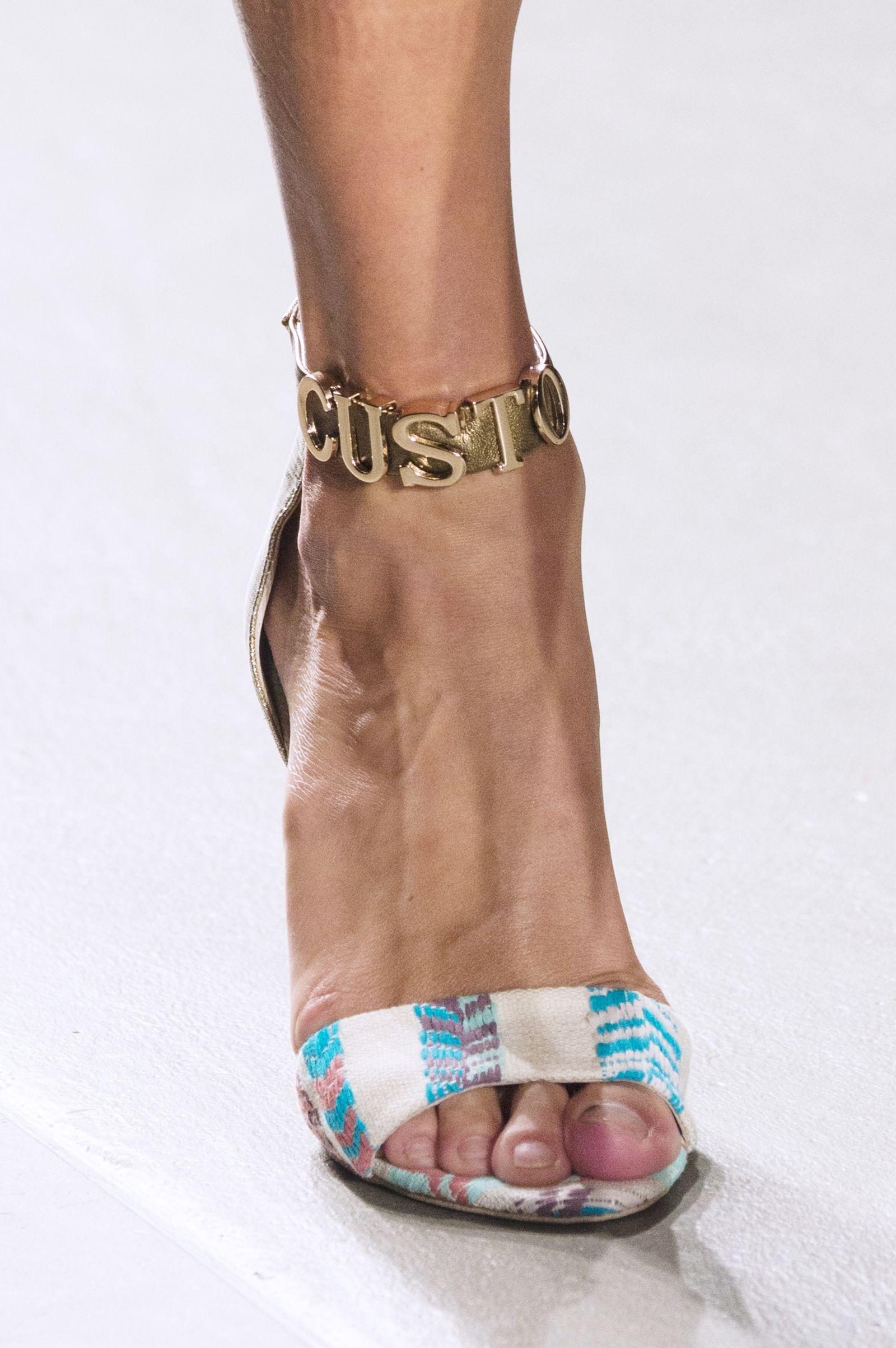 I sandali con tacco dellestate 2019 sono sexy e minimali: indossali per gambe più lunghe e magre I sandali con tacco dellestate 2019 sono sexy e minimali: indossali per gambe più lunghe e magre new pics