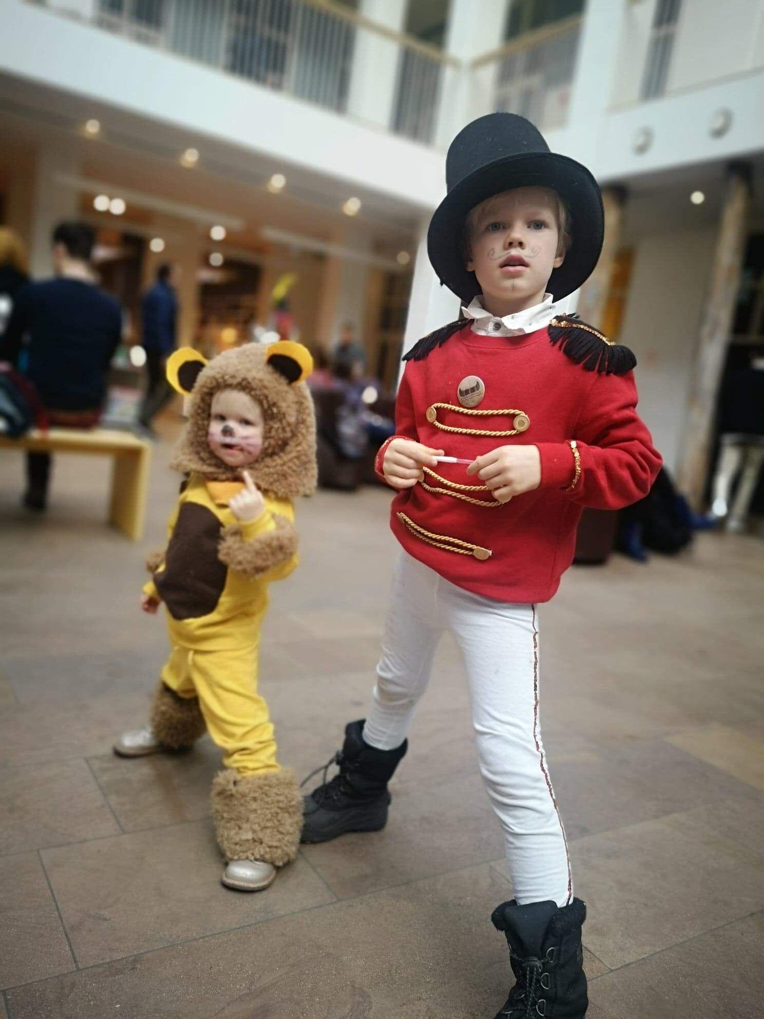 Lion and ringmaster costume diy Ringmaster costume, Kids