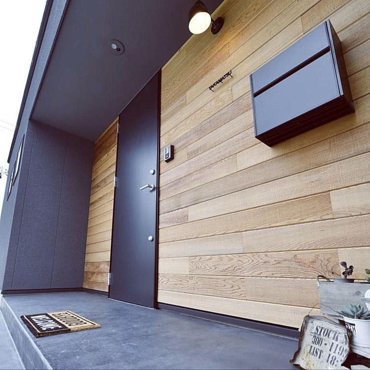 玄関 入り口 Lixil玄関ドア 木張り R House 黒い家 などのインテリア実例 2018 10 14 21 31 08 Roomclip ルームクリップ 家の正面 平屋 外観 シンプル 黒い家