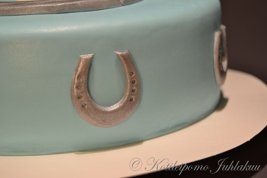 Cake Decorating Horseshoes : Fondant horseshoe Edible cake decorations Pinterest ...