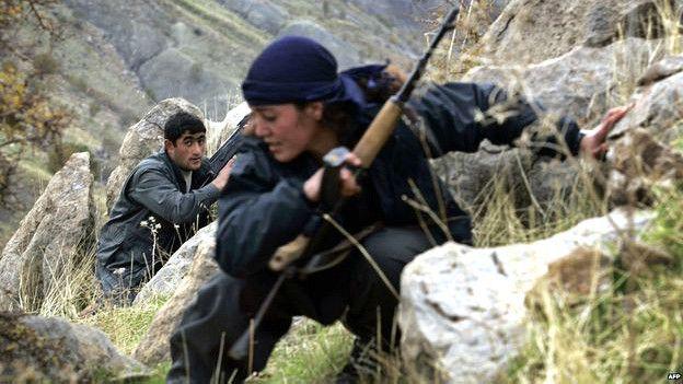 Combatientes kurdos que luchan contra el autodenominado Estado Islámico en Siria