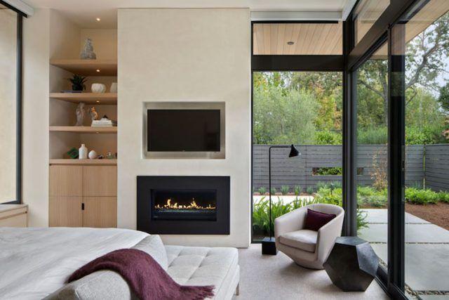 Dalles béton, bardage claire voie et fenêtres en alu noir dans le design - modele chambre a coucher