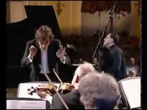 Andrei Gavrilov - Bach - Keyboard Concerto No 5 in F minor, BWV 1056