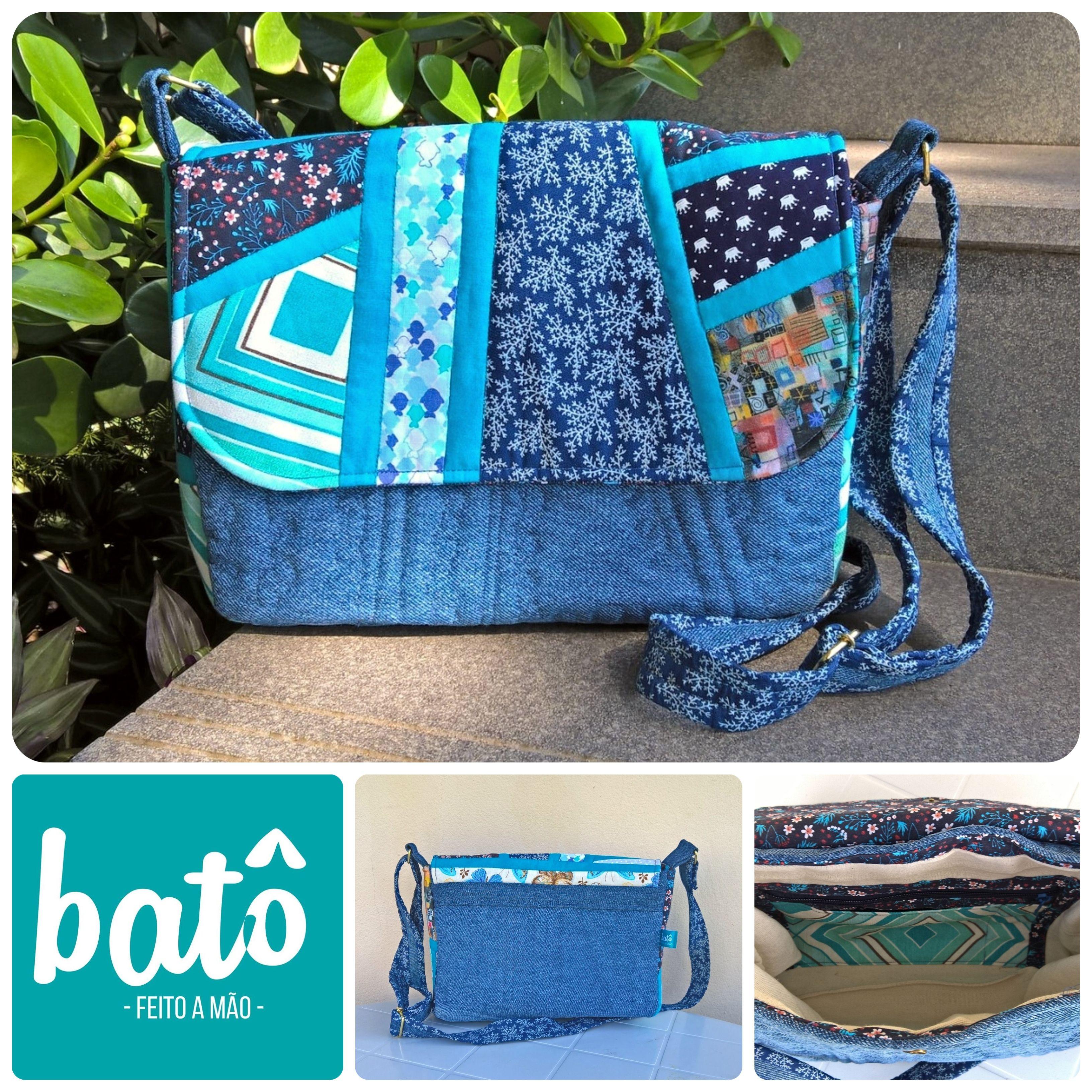 5976b5df8 Bolsa carteiro em jeans reciclado com patchwork em tons de azul. Alça  transpaçada em jeans