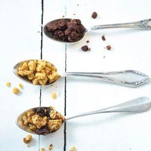 Streusel für Kuchen 3 x anders: Wir variieren den Grundteig des geliebten Knuspertoppings nach Lust und Laune mit Kakao, feinen Gewürzen oder Müsli.