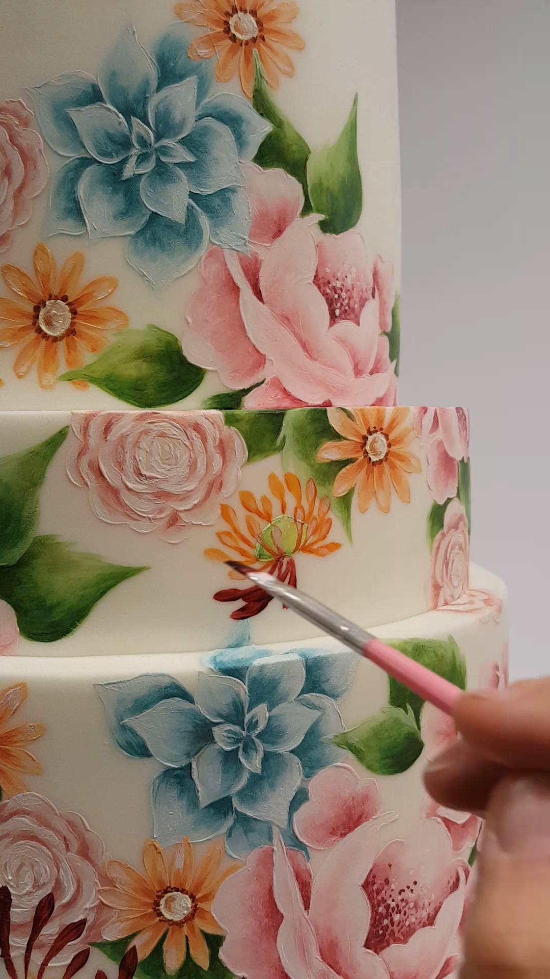 A little video of me hand painting my summer garden cake created for Cake Masters Magazine. The cake is free hand painted using cocoa butter mixed with edible dust colours directly onto sugarpaste.