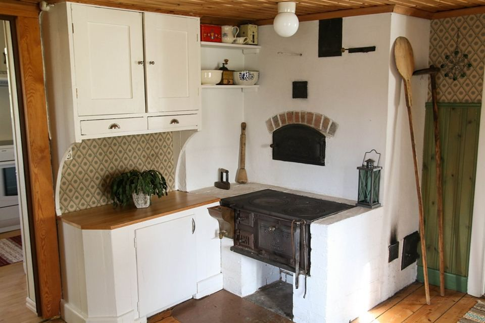 Wood Stove With Old Baking Oven
