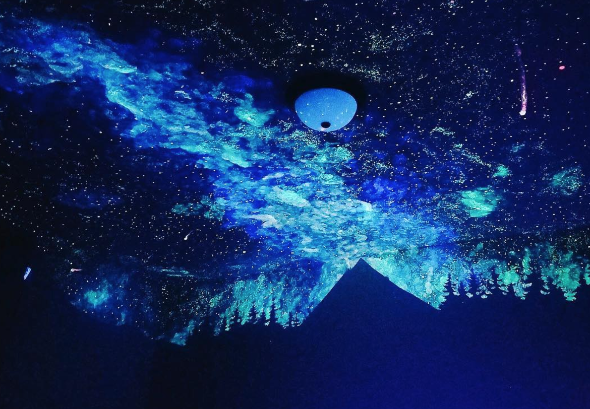 artist and writer crispin young used glow in the dark paint to create a star mural of epic. Black Bedroom Furniture Sets. Home Design Ideas