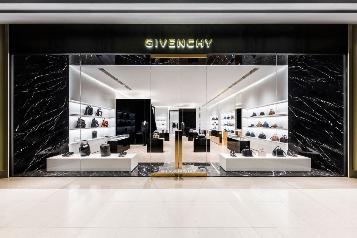 GIVENCHY Store @Siam Paragon by PP Group Photography team » W Workspace Photographer » Wison Tungthunya Assistant Photographer » Apidon Chaloeypoj • Niphon Ounroa • Thanapol Jongsiripipat Image ret…