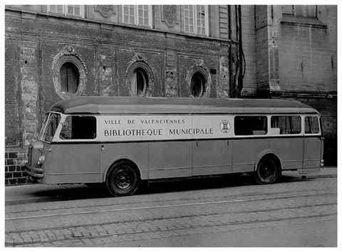 Le progrès aidant, les bibliobus se modernisent, à l'image de premier modèle valenciennois en 1964