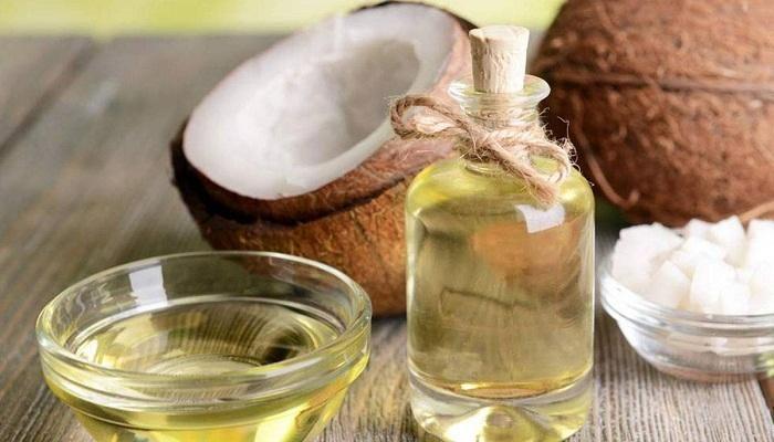 ما هي فوائد زيت جوز الهند للوجه وللبشرة الدهنية وكيفية استخدامه In 2020 Coconut Oil For Fleas How To Remove Pimples Skin Essentials