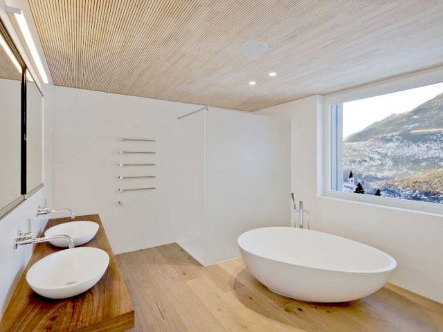 Une baignoire et des lavabos en Hi-Macs