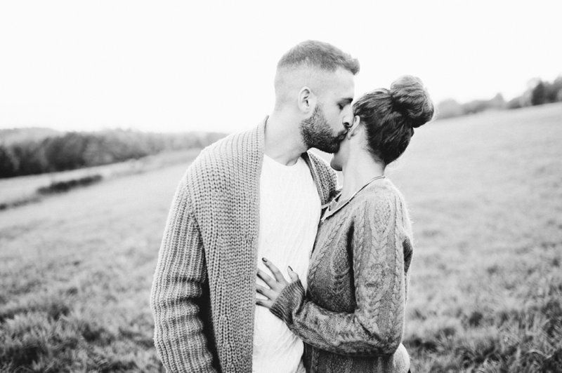 Engagement Photos in the fall. | Nadia Meli