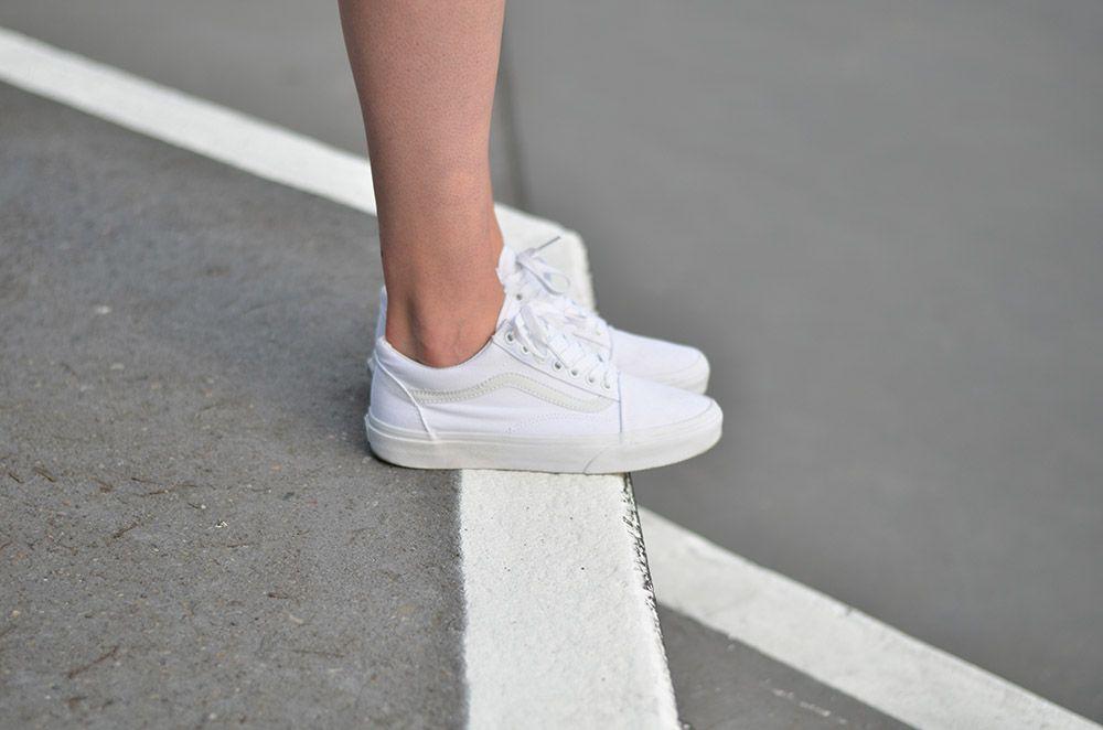 Vans Oldskool Girl On Kicks All White Shoes Old Skool Vans White White Vans Outfit