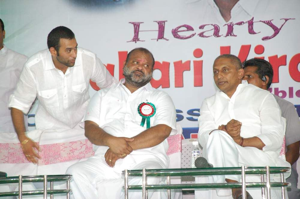 Vikram Goud with his father Mukesh Goud and former Chief Minister N. Kiran Kumar Reddy.