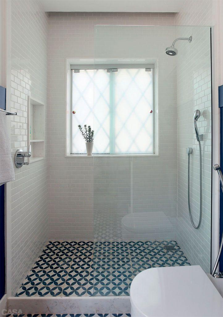 Salle De Bain Carrelage Motif Vinatge Bleu Et Blanc Idee Salle De Bain Carrelage Salle De Bain Fenetre Dans Douche
