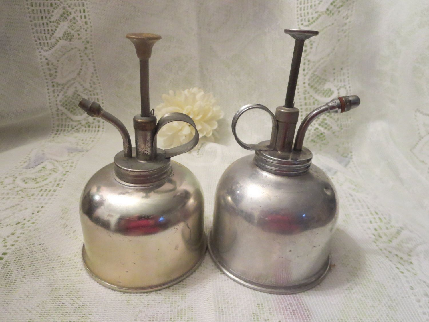 Vintage Oil Cans by MemaAntiques on Etsy | Mema's Antiques