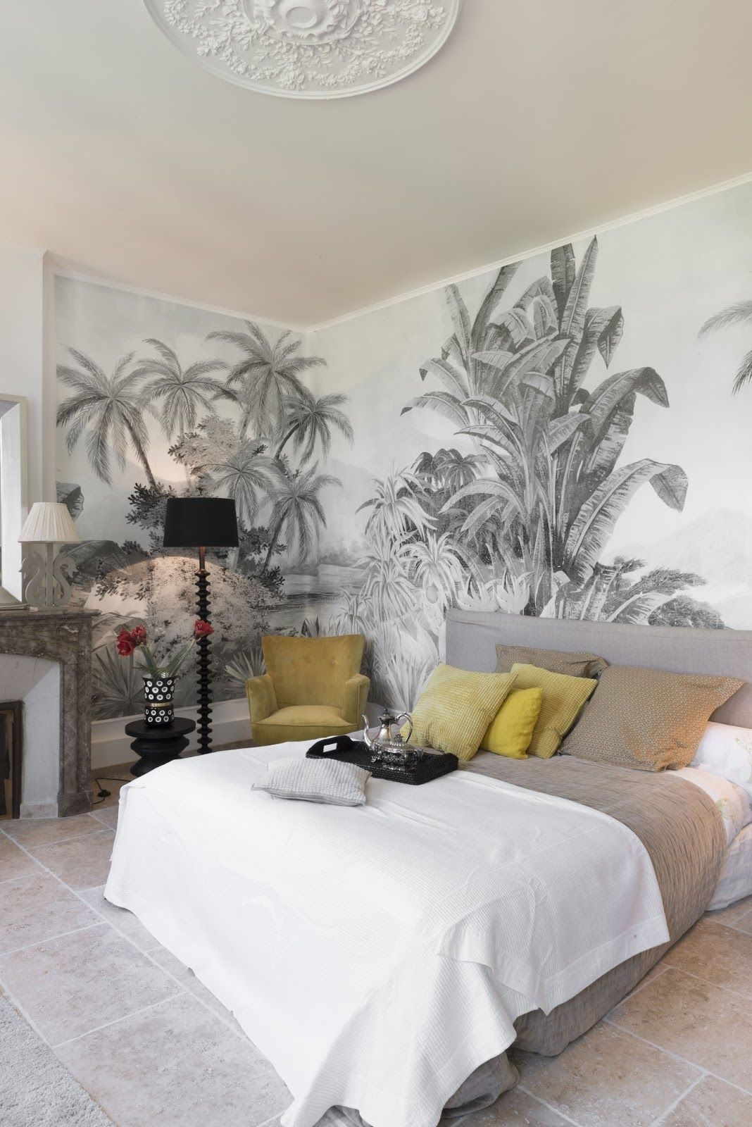 un papier peint tropical dans la chambre parentale. Black Bedroom Furniture Sets. Home Design Ideas