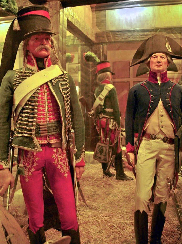 Hussard et un chirurgien des hussards vers 1800 mus e de for Spa uniform france