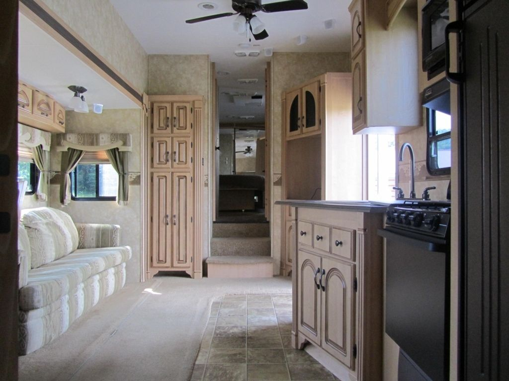 2007 Coachmen Wyoming, 40 ft.,Bunk House, 3 Slides, Slide