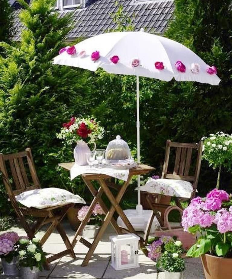 Sød Idé Der Er Let At Kopiere Sy Kunstige Blomster På En Hvid Parasol Og Din Altan Vil Blomstre Hele Sommeren