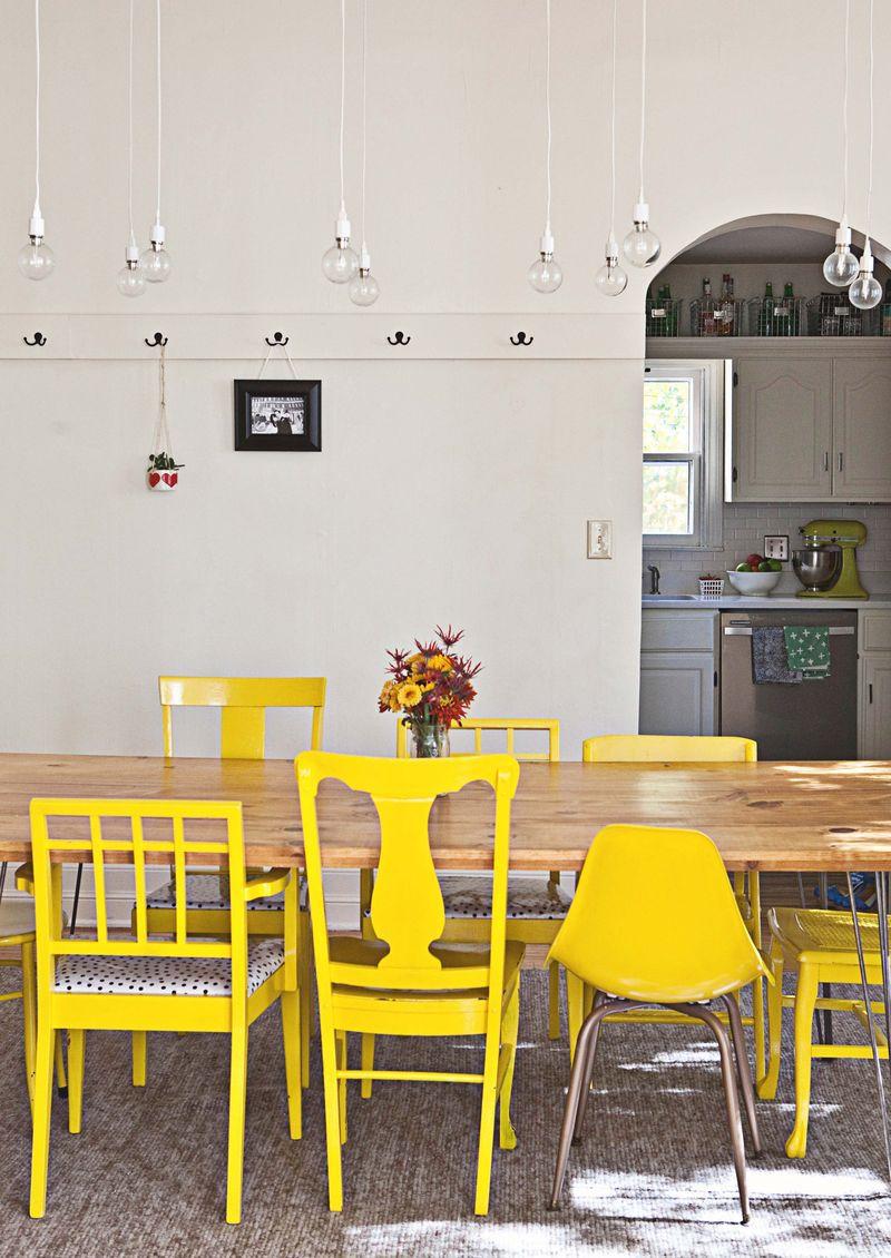 Ma cuisine jaune | for my home | Chaises dépareillées, Chaises ...