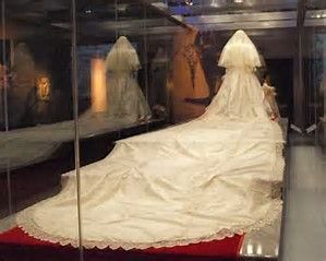Image Result For Princess Diana In Her Coffin Burial Place Princess Diana Funeral Diana Diana Funeral