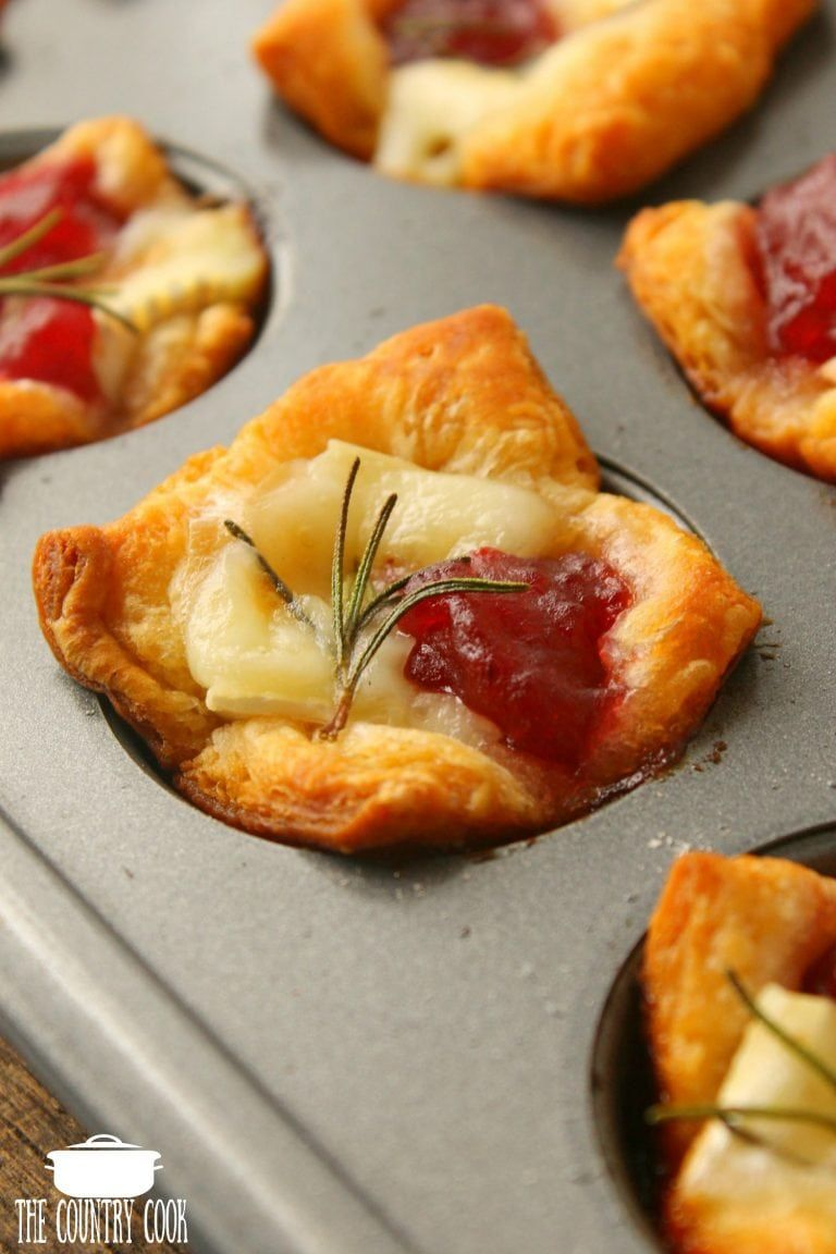 Easy cranberry brie bites #cranberrybriebites