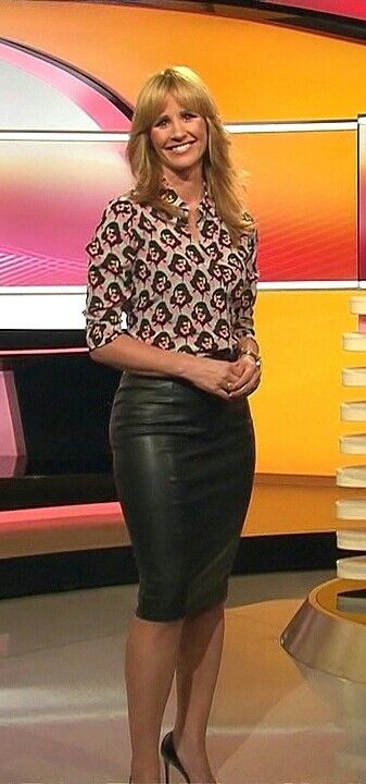 marielle h ppner in sexy leatherskirt leather skirts. Black Bedroom Furniture Sets. Home Design Ideas