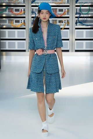 See the complete Chanel Spring 2017 Ready-to-Wear collection.