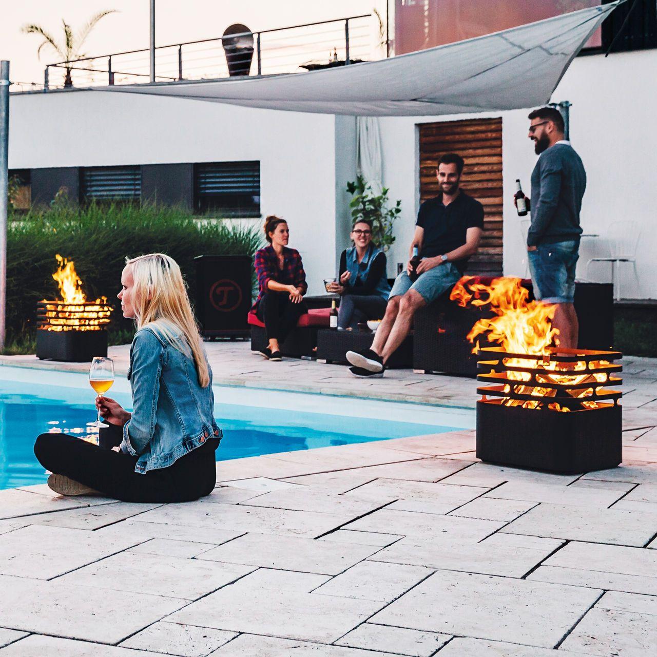 Feuerkorb Cube Einfach Genial Feuerstelle Grill Hocker In Einem Feuerkorb Feuer Feuertonnen