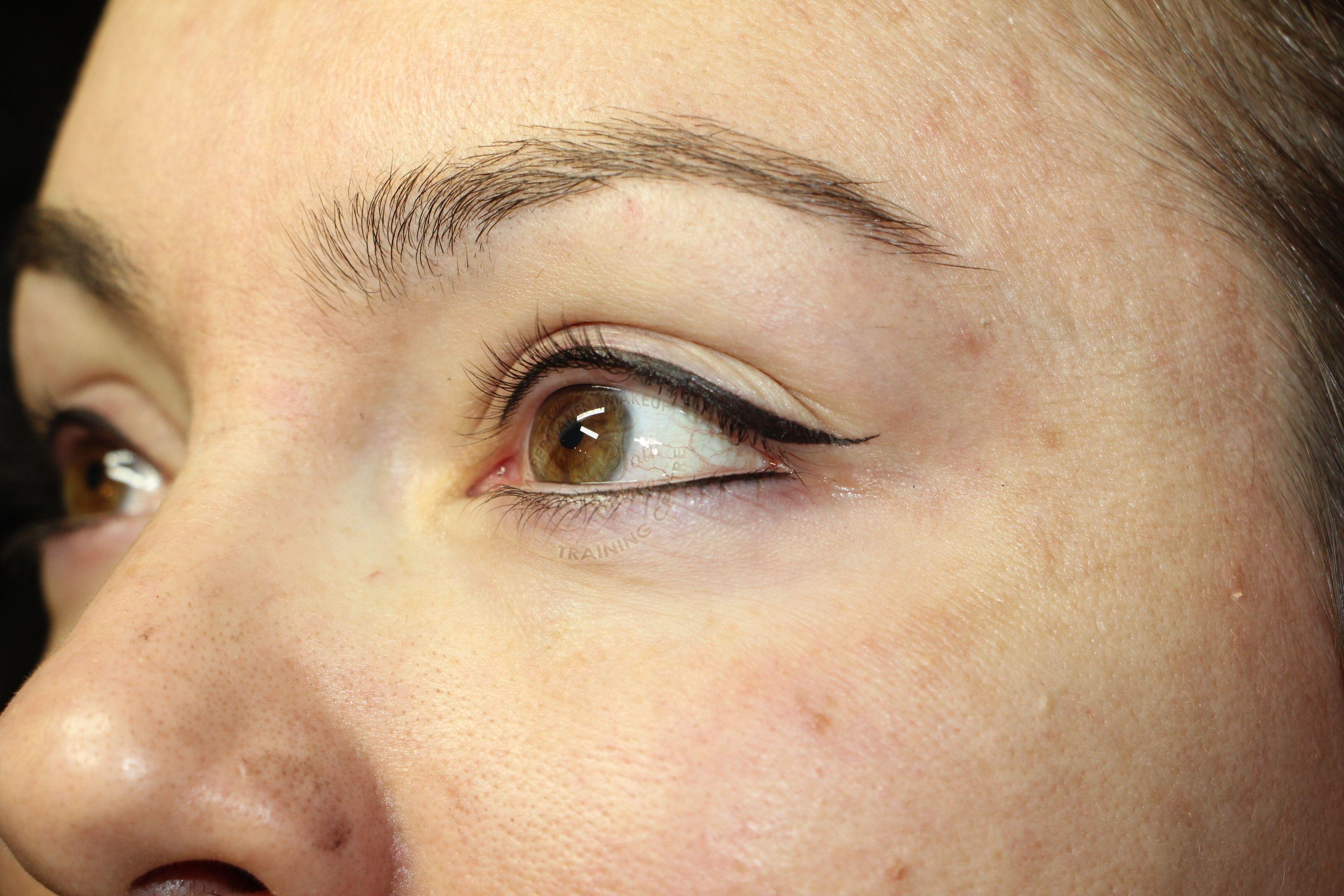 Permanent makeup eyeliner treatments (con imágenes