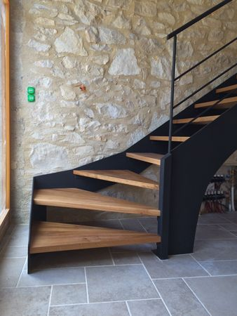 escalier limon acier marche en chêne massif, finition noir mat ...